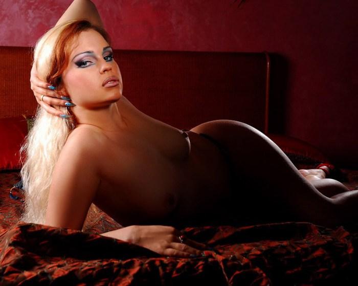 женщин проститутки м курская салон склонился ниже